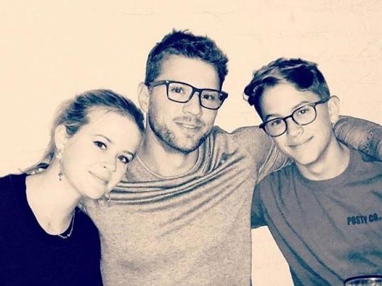 S Reese má také děti Avu a Deacona.