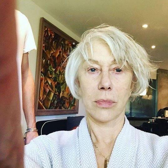Herečka Helen Mirren sdílela s fanoušky na Instagramu fotku nenalíčené tváře.