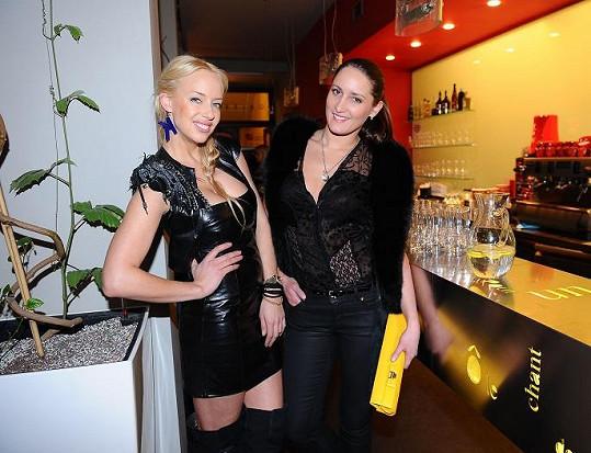 Kateřina Mátlová měla sexy kožené šaty od návrhářky Dominiky Sedláčkové.