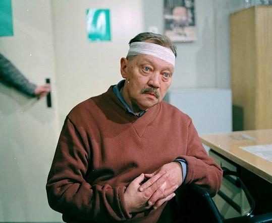 Rudolf Hrušínský v seriálu Malý pitaval z velkého města (1986), který v létě reprízuje Česká televize.