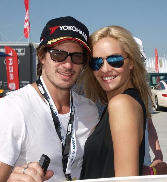 Taťána Kuchařová s přítelem Lanem na okruhu.