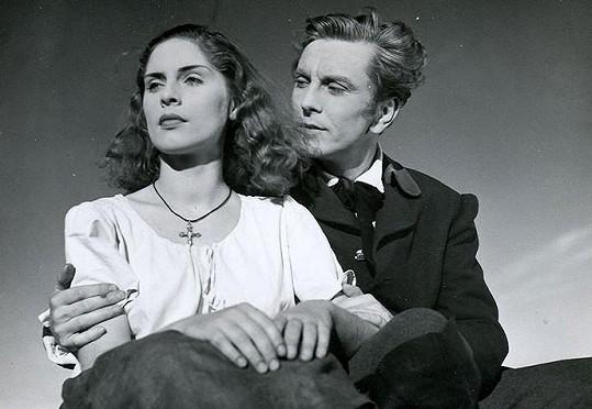 Robert Vrchota a Vlasta Fialová ve filmu Divá Bára (1949). V tomto snímku Fialová okouzlila celý svět.