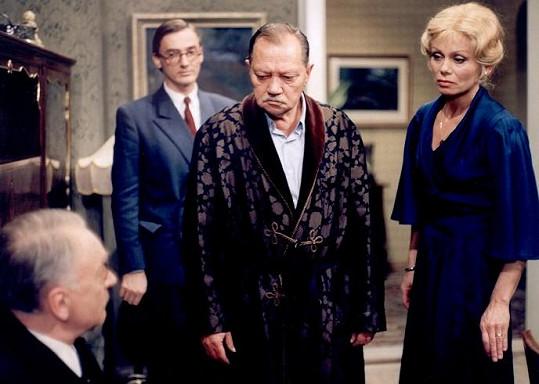 Jiří Adamíra, Ondřej Havelka, Rudolf Hrušínský a Věra Vlčková (zleva) v seriálu Panoptikum Města pražského (1987)