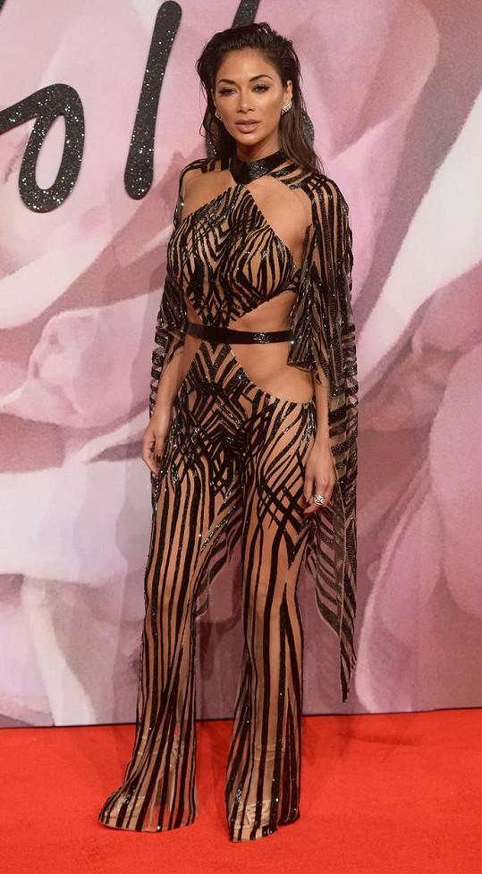 Nicole Scherzinger okouzlovala v odvážných šatech.