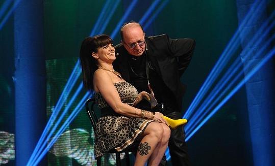 Marta s otcem Petrem Jandou na pódiu.
