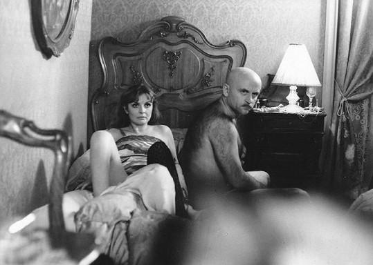 Evelyna Steimarová a Bořivoj Navrátil ve filmu Anděl s ďáblem v těle (1983)