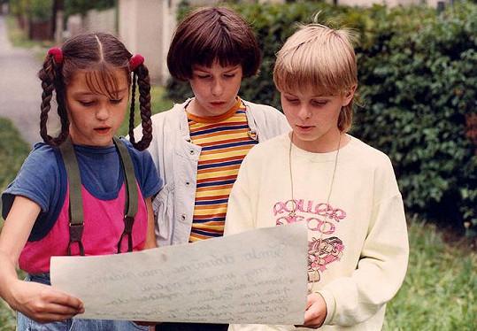 Jan Kalous (vpravo) v seriálu Ohrožené prázdniny (1990)