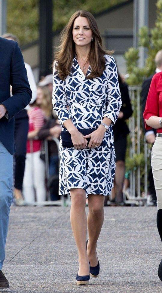 Tyto šaty mela Kate, když s Williamem navštívila Echo Point v Katoomba v australských Blue Mountains (duben 2014).