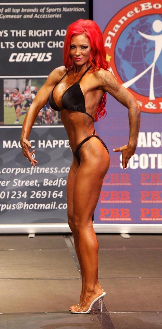 Jodie na soutěži UKBBF v bodybuildingu.
