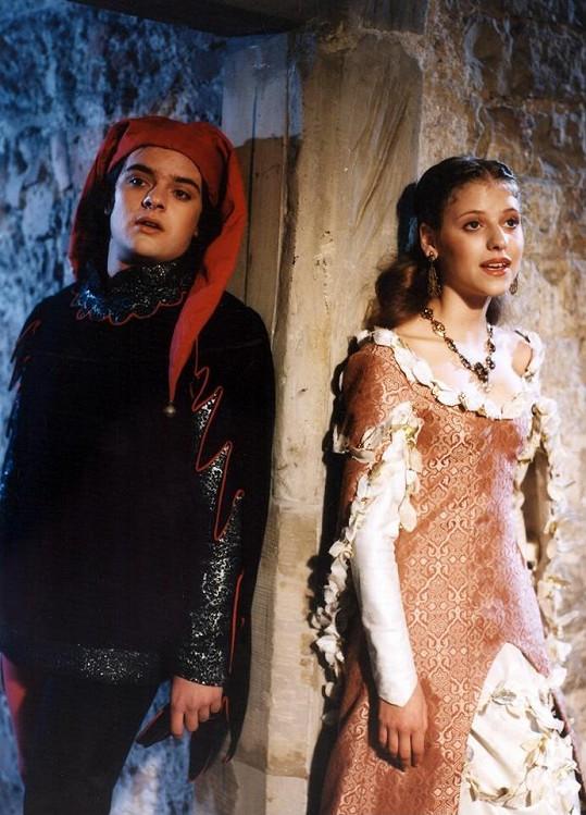 V roce 1996 v jedné ze svých prvních televizních pohádek O třech rytířích, krásné paní a lněné kytli