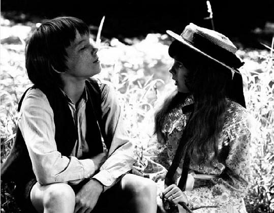 Magdalena Reifová a Michael Dymek ve filmu Páni kluci (1975)