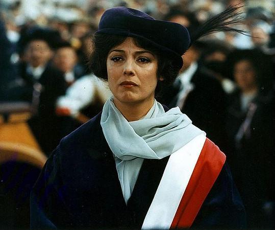 Božidara Turzonovová ve filmu Božská Ema (1979)