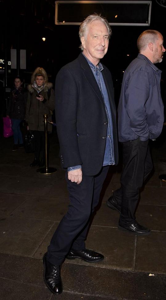 Ještě 7. prosince se Rickman objevil na tiskové konferenci k divadelní hře Hangmen.