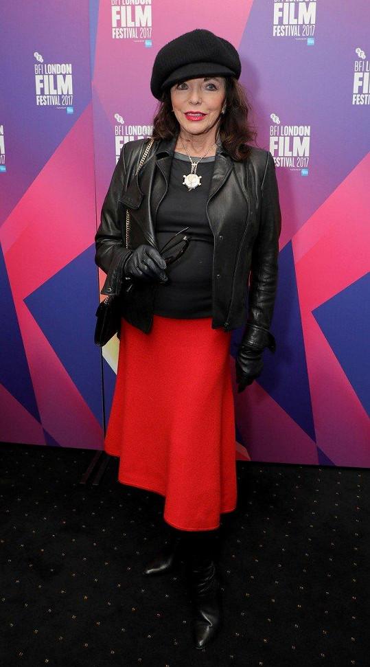 Joan Collins v Londýně překvapila výběrem outfitu.