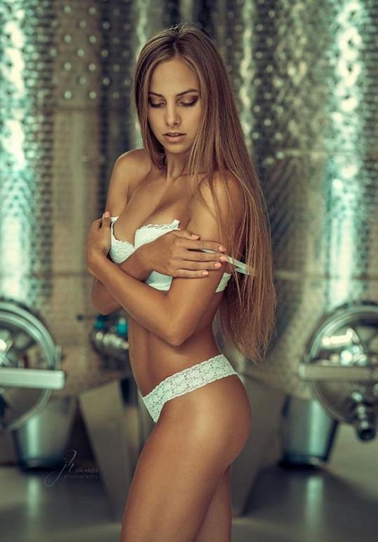 Modelka Kateřina se často fotí v prádle.