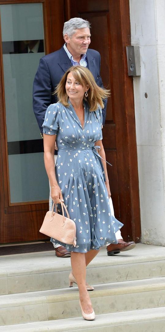 Carole a Michael Middletonovi před porodnicí