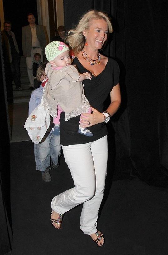 Lucie Benešová s pětiměsíční dcerou Larou.