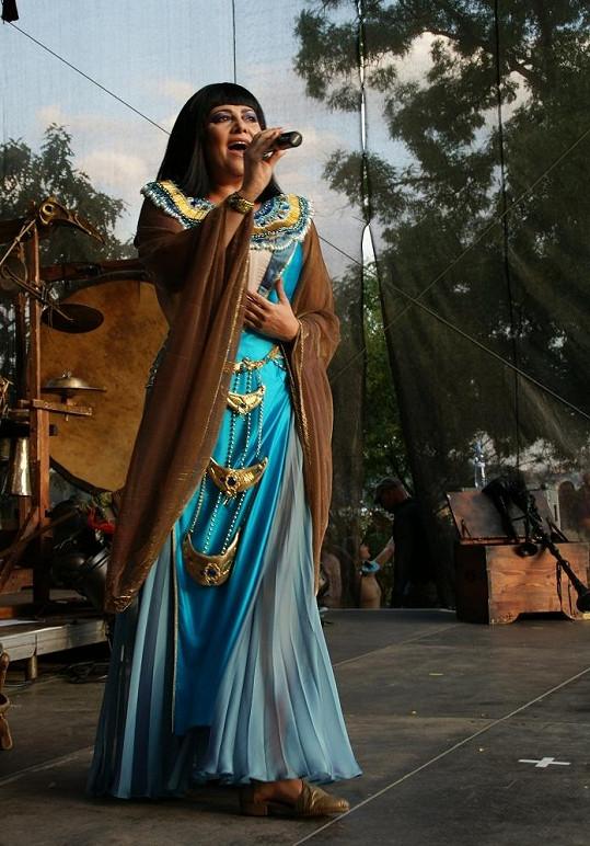 Písničky z Kleopatry si Ilona i po devíti letech pamatuje skvěle.