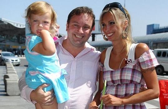 Jan Moťovský s manželkou a dcerou Kateřinami týden před svým zmizením.