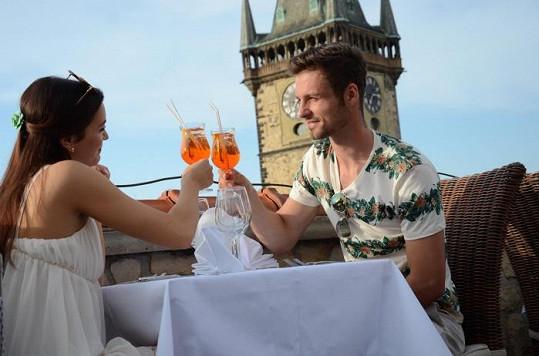 Jitka s Adamem na romantické večeři