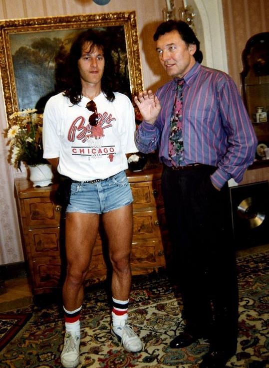 Na legendárním snímku s Karlem Gottem