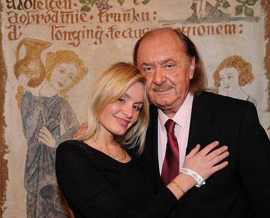 František Janeček se starší dcerou.