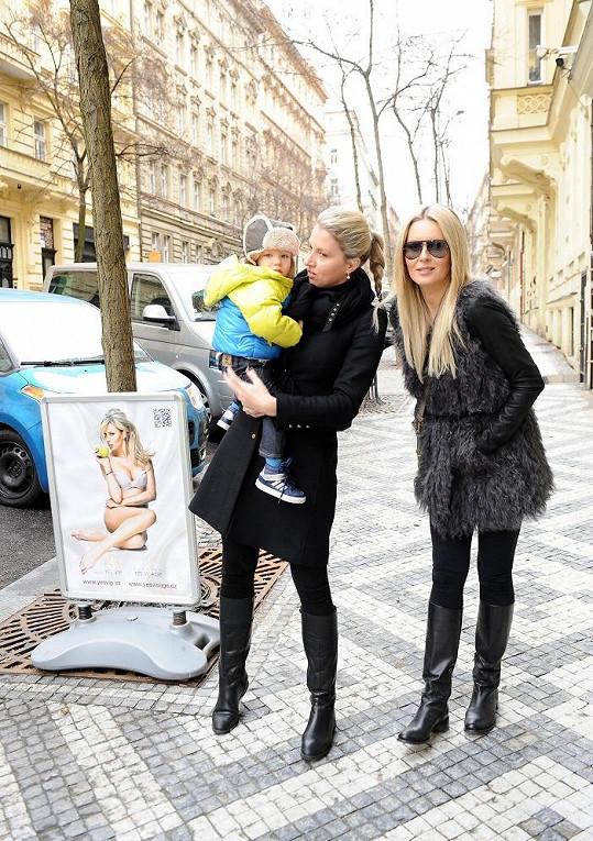 Simona a její sestra Ivona mají stejné figury.
