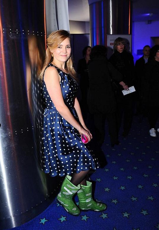 Lucie Vondráčková měla na premiéře hodně zajímavý outfit.