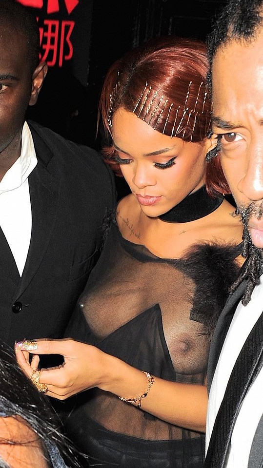 Skryty nezůstaly ani její bradavky.