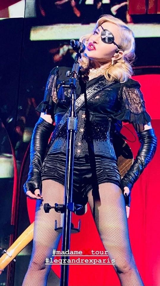 Zpěvačka míní, že onemocněla během turné Madame X.