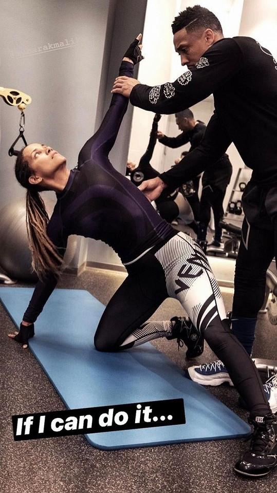 Své fitness pokroky sdílí na sociálních sítích.
