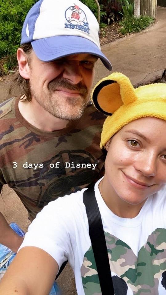 Nedávno společně zavítali do Disneylandu.