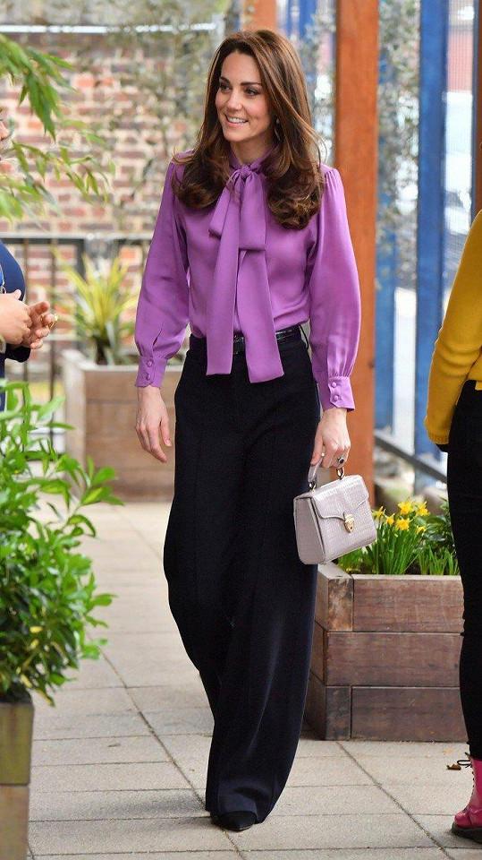 Virginia má podle zdrojů z paláce pomoct Kate vylepšit její styl.