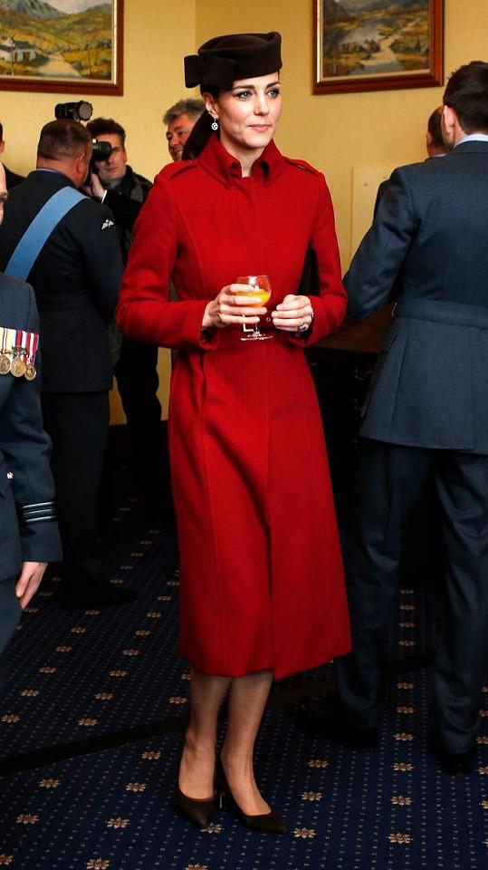 Kate na pozdější recepci popíjela pomerančový džus.