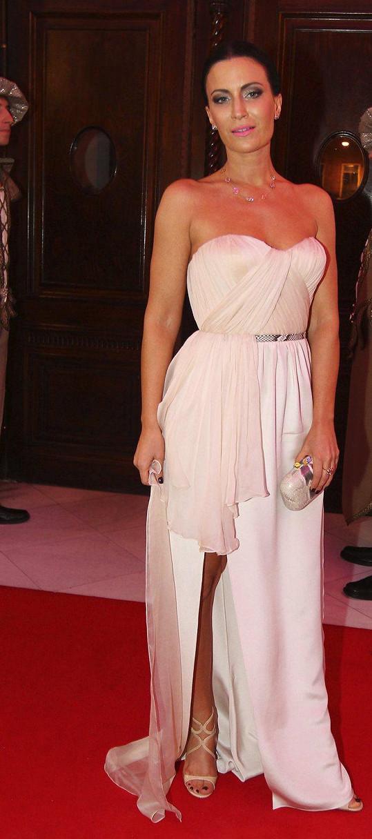 Gábina Partyšová měla šaty od Ivany Mentlové.