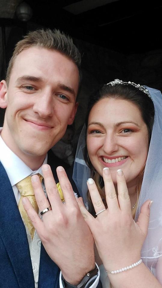Se snoubencem Michaelem se nakonec svatby dočkali. I když se zpožděním.