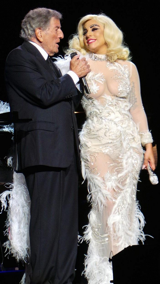 Tony Bennett a Lagy Gaga během vystoupení v Royal Albert Hall