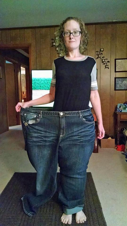 Tyto obří džíny dříve Crystal nosila.