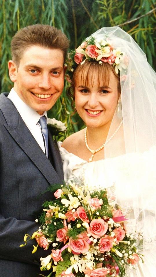 Svatební fotka Amandy. Tloustnout začala po třech porodech.