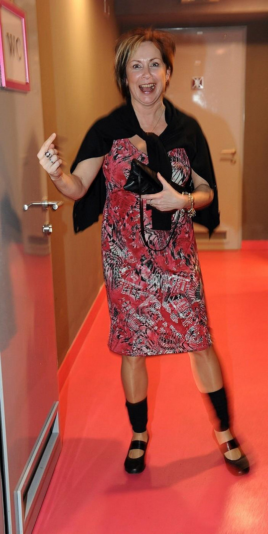 Rozjařená Ilona Svobodová v roce 2010 na párty Ulice