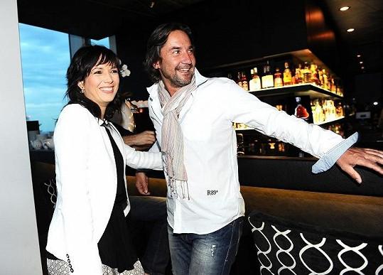 Martin Trnavský tvoří v seriálu pár s Terezou Kostkovou.
