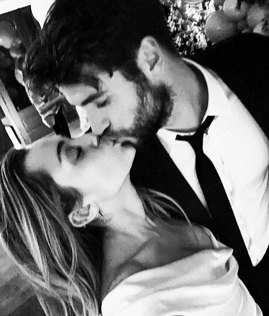 """Cyrus a Liam Hemsworth si řekli své """"ano"""" vloni v prosinci."""