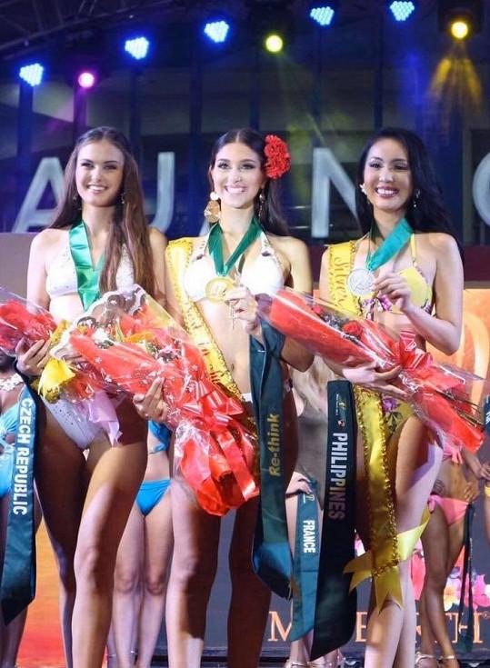 První byla kráska z Portugalska, druhá Filipínka.