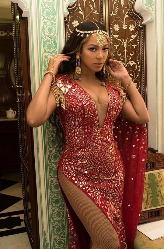 Takhle Beyoncé nedávno vystoupila na indické svatbě.