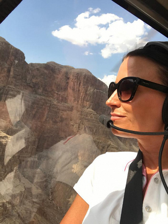 Moderátorka si Grand Canyon prohlédla z helikoptéry.
