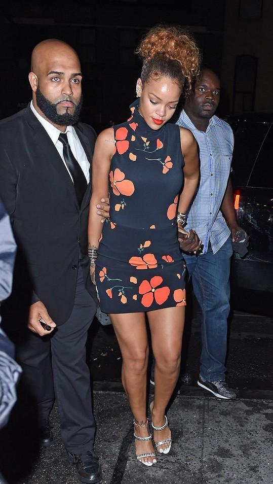 Rihanna šla do klubu sama...