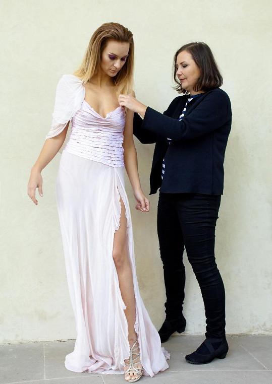Na průběh focení svých modelů dohlížela jejich autorka Helena Mertlová.