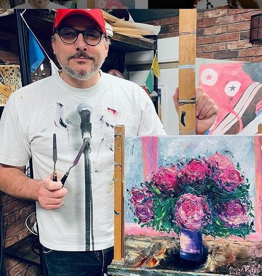 O jeho malby je už teď zájem.