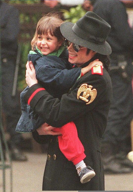 V otci Michaelu Jacksonovi našla oporu už v útlém věku.