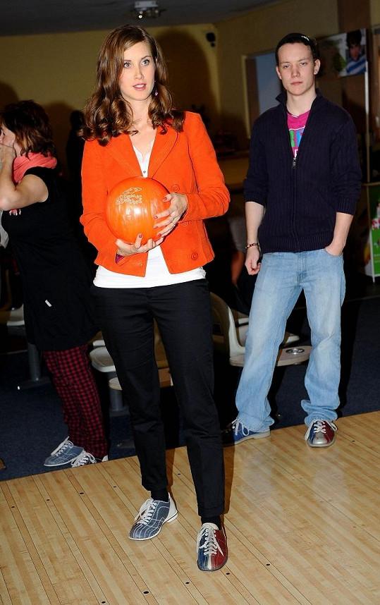 Jana na charitativním bowlingu Hudebního divadla v Karlíně.